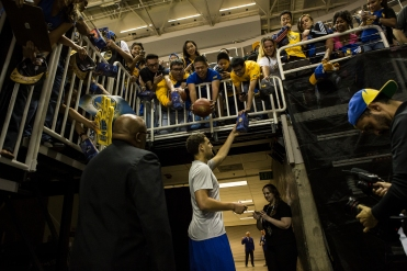 Golden State Warriors shooting guard Klay Thompson signs autographs for fans outside the entrance to the locker room during the Warriors preseason opening game versus the Toronto Raptors on Oct. 5, 2015 at SAP Center in San Jose, Calif. Thompson would score 14 points in the Warriors 95-87 win. (Randy Vazquez)