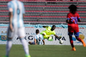 Shelson Dorleans of Haiti makes a save during a friendly versus Argentina at Florida Atlantic University Stadium on Sunday, July 24, 2016. Argentina would go on to win 3-1. Randy Vazquez, Sun Sentinel
