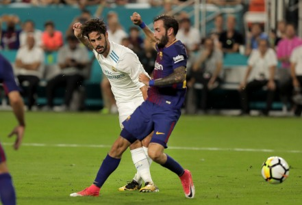 Real Madrid midfielder Isco, center, takes a shot at goal during Saturday night's game versus rival Barcelona at Hard Rock Stadium. Randy Vazquez, South Florida Sun-Sentinel