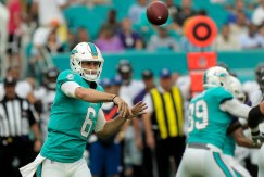 Miami Dolphins quarterback Jay Cutler (6) makes a pass during Thursday night's game versus the Baltimore Ravens at Hard Rock Stadium. Randy Vazquez, South Florida Sun-Sentinel